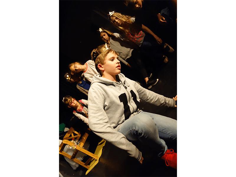 Activités, enfants, Langue des signes, LSF, Ateliers, Théâtre, Éveil théâtral, Danse, Hip-hop, hiphop, Comédie musicale, Clown, Improvisation, éveil musical, musique, yoga, acting in english, anglais, philo, 2018-2019, cours, activités, loisirs, ados, bébé, 0-3 ans, 4-15 ans, Paris 11, Paris11, 11e, 75011, stages, vacances, Compagnie Maya