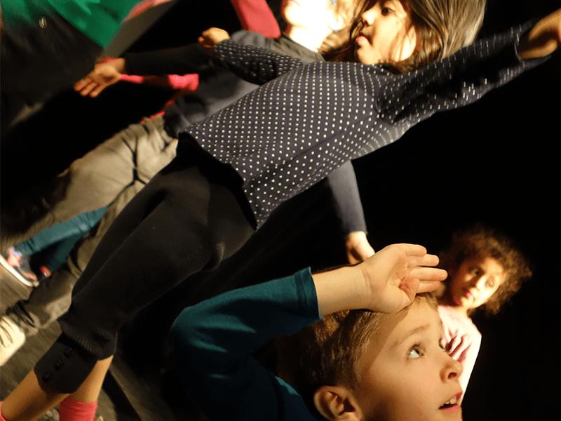 Stage enfants, vacances Hiver, Hip-hop, Hiphop, Comédie musicale, Théâtre, Danse, Chant, Clown, Langue des signes, LSF, Février 2018, 19-23 fevrier, 19-23 fevrir, 26 février-2 mars, 26 fev-2mars, 5-11 ans, petites vacances scolaires, ateliers, cours, activités enfants, éveil, 5-11 ans, Paris 11e, Paris11, 75011, 75012, Paris12, 12e, 75020, Paris 20, 20e, 2017-2018, Compagnie Maya