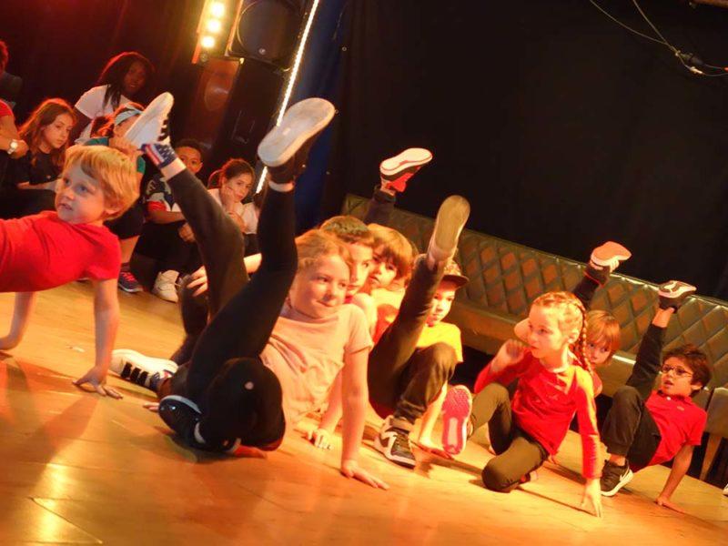 Activités, enfants, Langue des signes, LSF, Ateliers, Théâtre, Éveil théâtral, Danse, Hip-hop, hiphop, Comédie musicale, Clown, Improvisation, éveil musical, musique, yoga, acting in english, anglais, philo, 2019-2020, cours, activités, loisirs, ados, bébé, 0-3 ans, 4-15 ans, Paris 11, Paris11, 11e, 75011, stages, vacances, Compagnie Maya