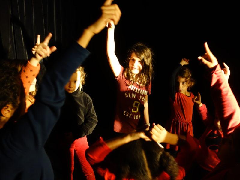 Stage enfants, vacances Toussaint, Hip-hop, Hiphop, Comédie musicale, Théâtre, Danse, Chant, Clown, Slam, Octobre 2019, 21-25 october, 28 octobre, 1er novembre, 5-11 ans, petites vacances scolaires, ateliers, cours, activités enfants, éveil, 5-11 ans, Paris 11e, Paris11, 75011, 75012, Paris12, 12e, 75020, Paris 20, 20e, 2019-2020, Compagnie Maya
