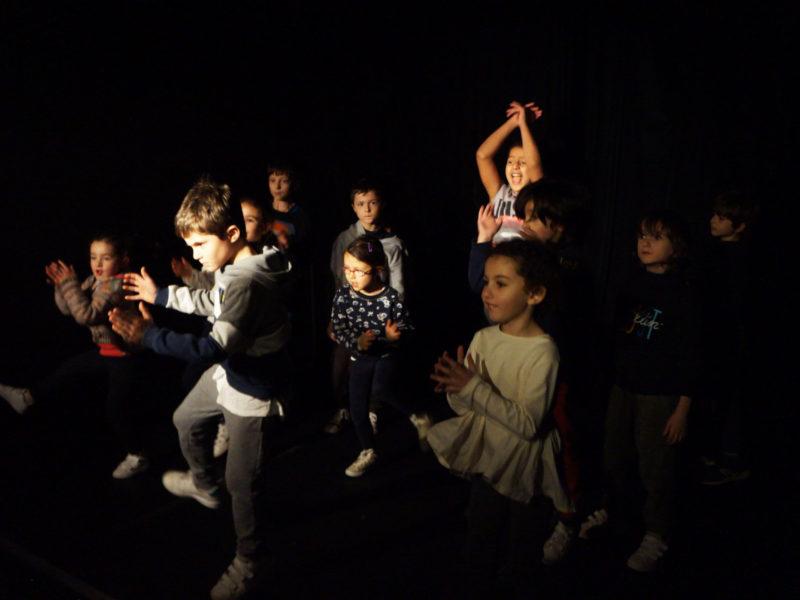 Stage enfants, vacances Hiver, Hip-hop, Hiphop, Comédie musicale, Théâtre, Danse, Chant, Clown, Langue des signes, LSF, Février 2018, 19-23 fevrier, 19-23 fevrir, 26 février-2 mars, 26 fev-2mars, 5-11 ans, petites vacances scolaires, ateliers, cours, activités enfants, éveil, 5-11 ans, Paris 11e, Paris11, 75011, 75012, Paris12, 12 e , 75020, Paris 20, 20 e , 2020-2021, Compagnie Maya
